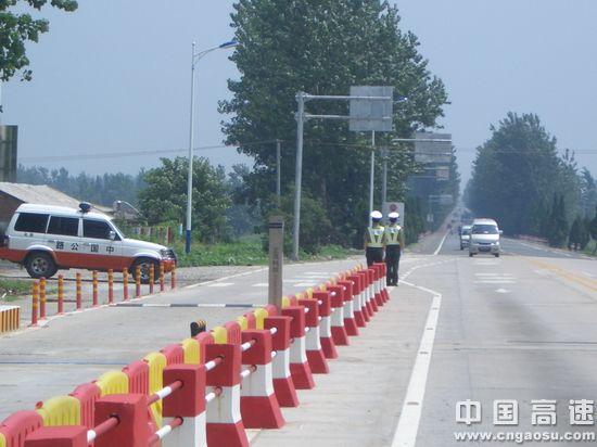 贯彻落实《公路安全保护条例》 加大治理超载力度 维护公路安全