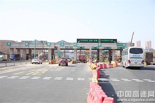 湖南:长沙绕城高速李家塘匝道收费站首日运行良好 东南入口有望不再堵