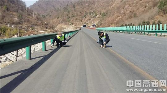 陕西高速集团西略分公司宁陕管理所加强巡查深度做好冬季养护工作