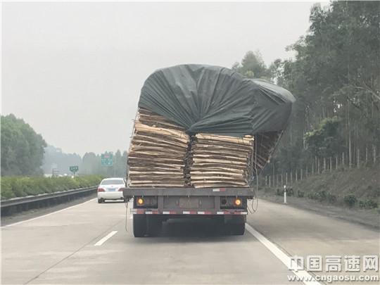 """【理事资讯】广西:岑兴高速公路玉林路政大队整治""""危险""""车辆"""