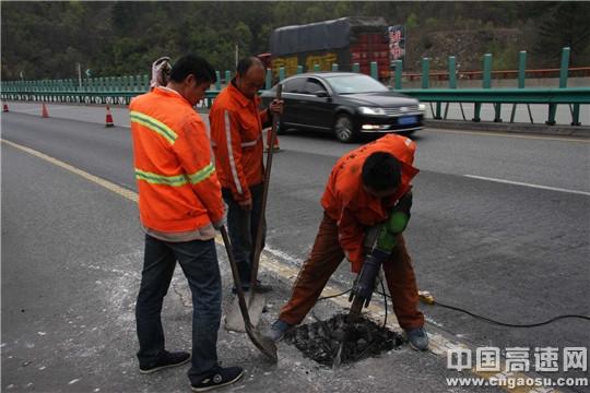 陕西高速集团西汉分公司宁陕管理所强化措施,加强冬季预防性养护