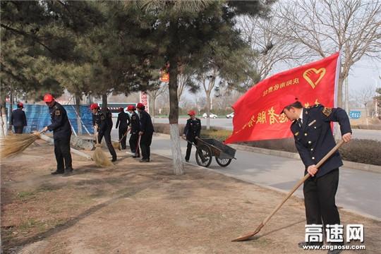"""甘肃:西峰高速公路收费管理所深入开展 """"学雷锋志愿者""""服务活动"""
