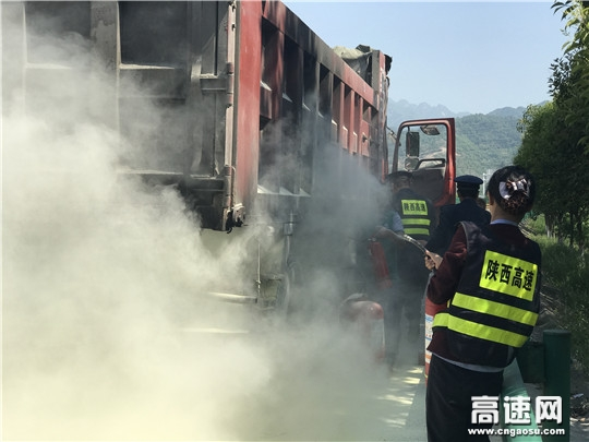 """陕西高速集团西略分公司新街子收费站""""实战演练""""火灾救援"""