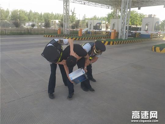 甘肃:西峰所庆阳南收费站组织职工开展防暴处突应急演练