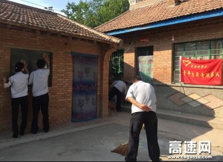"""甘肃:西峰所肖金收费站开展""""献爱心、送温暖""""志愿者帮扶活动"""