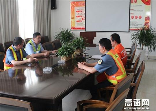 江苏:淮安交警高速一大队联合多部门开展防汛应急演练