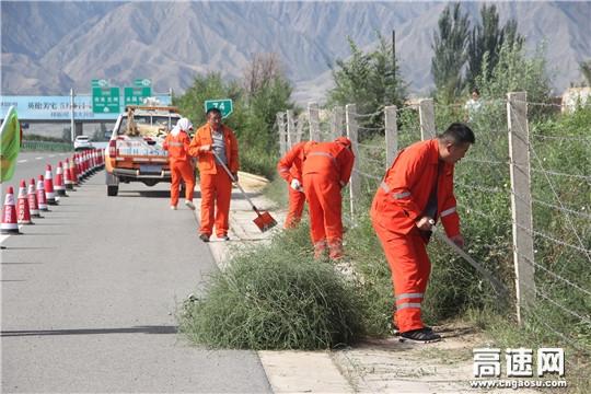 【理事资讯】甘肃:武威公路管理局高养中心开展高速公路路域环境卫生集中整治行动