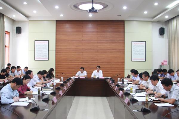 县委书记宋存汉主持召开县委十一届第十次常委会议