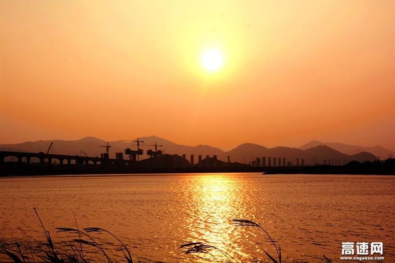 灵江特大桥:在天空里架起一线天路振臂峰顶
