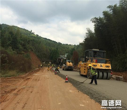 G322国道(江西)乐宜项目乐安段多措并举力保水稳摊铺快速平稳推进