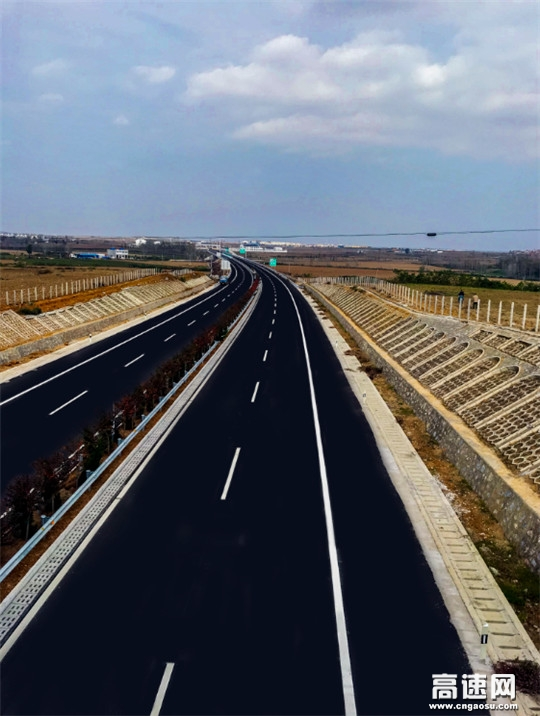 中交一公局三公司参建邓州至豫鄂省界高速公路通车试运营
