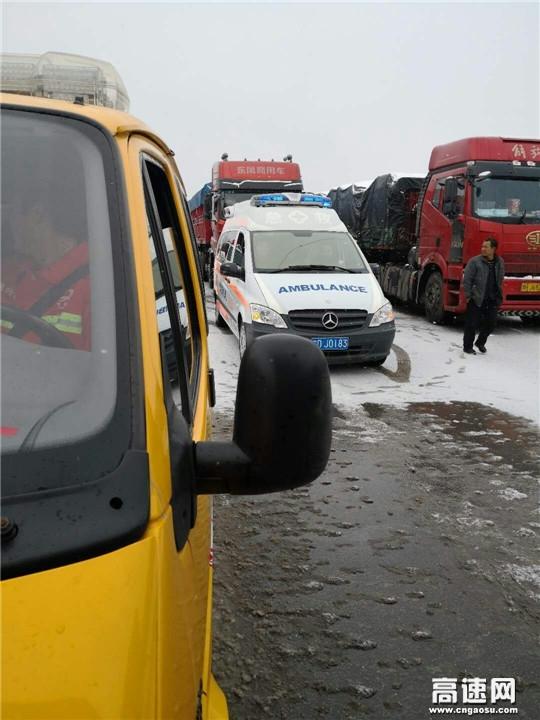 甘肃:平凉清障救援大队爱心接力,紧急护送危重病人