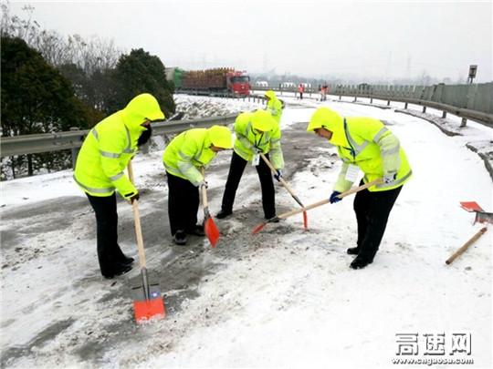 大雪又来了,葛洲坝高速全力保安全通行