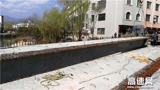 江西:安福县南沙危桥改造吊装预制梁