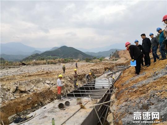 """江西:安福县旅游快速通道工程严守质量""""高压线"""""""