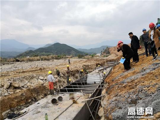 江西:安福抢抓黄金施工季节 确保快速通道建设进度