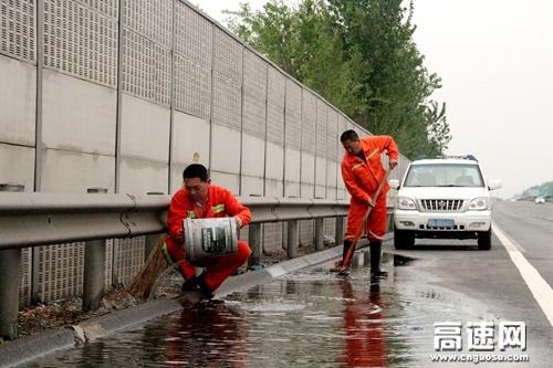 河北高速衡大管理处滏阳养护工区防汛保畅进行时