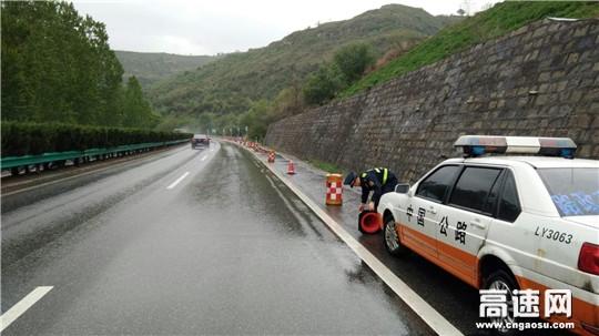陕西高速集团西延分公司黄陵路政中队加强雨天道路安全保畅