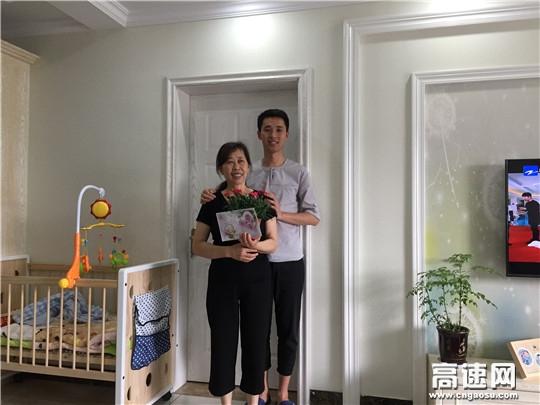 """浙江:杭千高速公司场口收费站开展""""感恩母亲、请帮我们把祝福送给妈妈""""活动"""