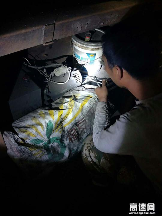 河北:开发区收费站 成功查获一辆利用液压泵装置逃费车辆