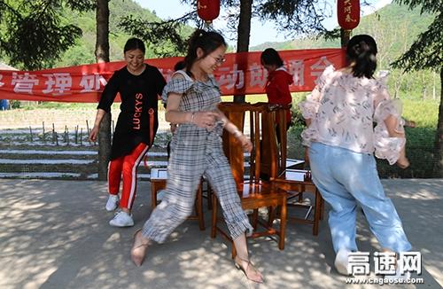 """甘肃:省天水高速公路管理处开展""""走进春天 拥抱绿色""""咏春踏青活动"""