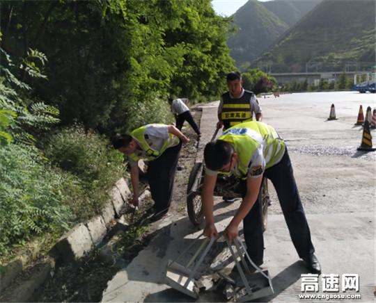 甘肃:宝天高速东岔主线收费站扎实开展路域环境联合整治百日专项行动