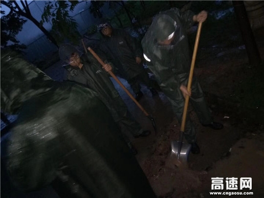甘肃:宝天收费所天水东收费站积极应对防汛保畅通工作