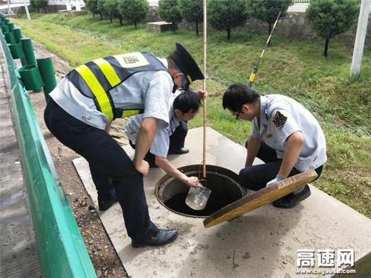 甘肃:泾川所泾川东收费站加强路域环境整治,优化通行环境