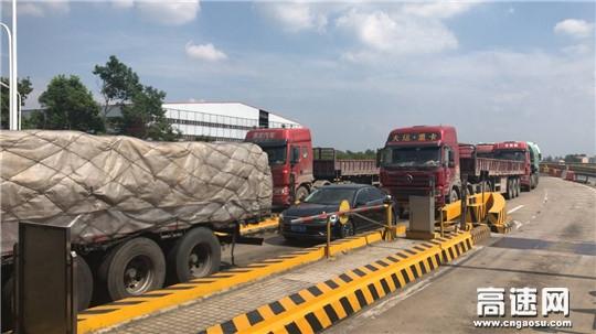 湖北:襄荆高速采取多种措施应对车流高峰