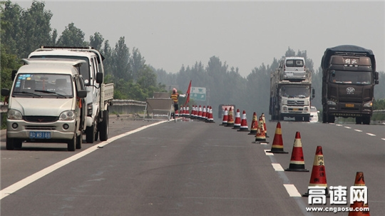 河北:衡大高速铺上养护工区及时采取有效措施集中对路面坑槽进行整治