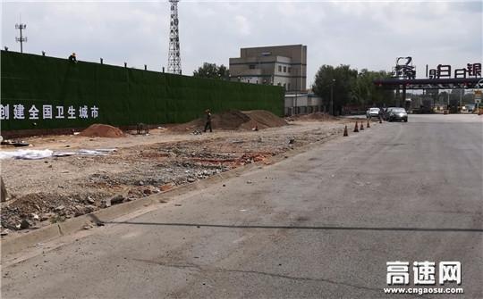 甘肃白兰高速白银东收费站内外广场扩建过往车辆注意绕行