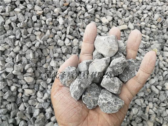 厂家供应蔚县公路建设用透水混凝土石子,透水石子货源充足