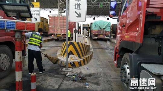 甘肃:西峰高速凤口匝道收费站全力打造路域环境美