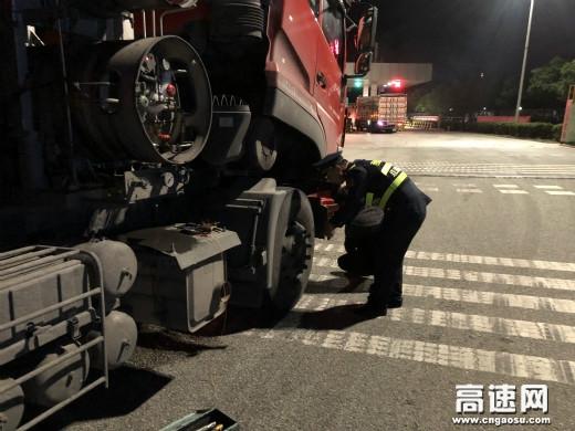 陕西高速集团西略分公司褒城收费站雨夜热心帮助司乘受赞扬