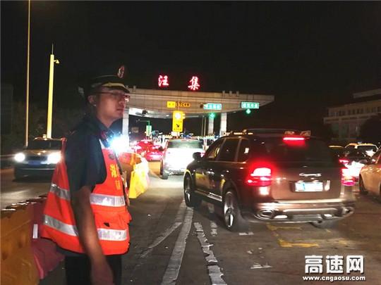 湖北高速路政黄黄支队坚守一线为国庆首日公众出行服务
