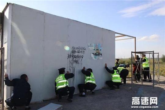 甘肃:古浪路政执法所开展路域环境整治全面助力创城行动