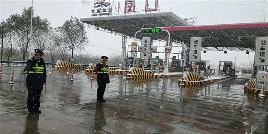 甘肃:西峰高速凤口匝道收费站多措并举做好雨雪天气保畅工作