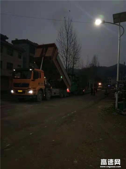 """江西:G356雩新线养护大中修工程挑灯夜战 上演建设""""加速度"""""""