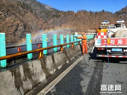 陕西高速集团西汉分公司宁陕管理所推进节前路容路貌整治工作