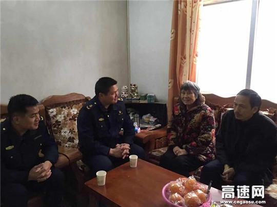 广西玉林高速公路管理处博白路政大队党支部慰问大队队员亲属