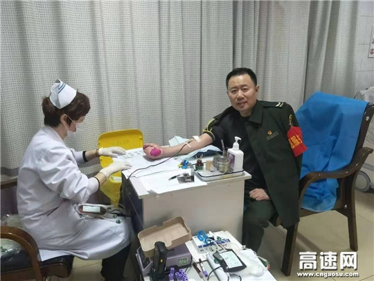 河北沧廊(京沪)高速开发区收费站开展雷锋月公益献血活动