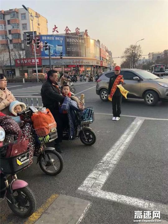 """河北高速沧廊(京沪)处孟村西收费站""""学雷锋日""""为民服务活动"""