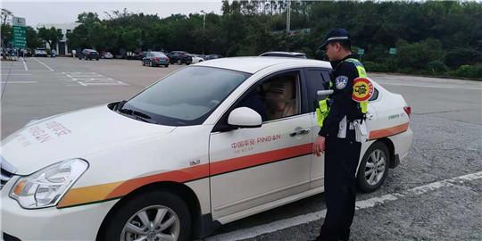 严厉整治严重道路交通违法行为 广西交警霹雳行动在进行!
