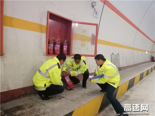 陕西高速汉川分公司石门应急救援中队认真做好路域路况数据调查工作