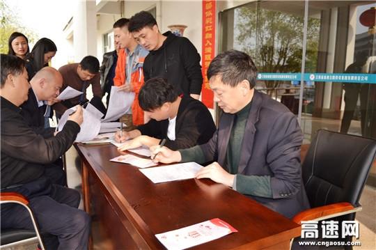 江西高速九江管理中心景德镇收费所团支部组织无偿献血活动