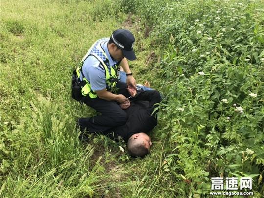 广西高速交警十三大队查获一起走私香烟案件
