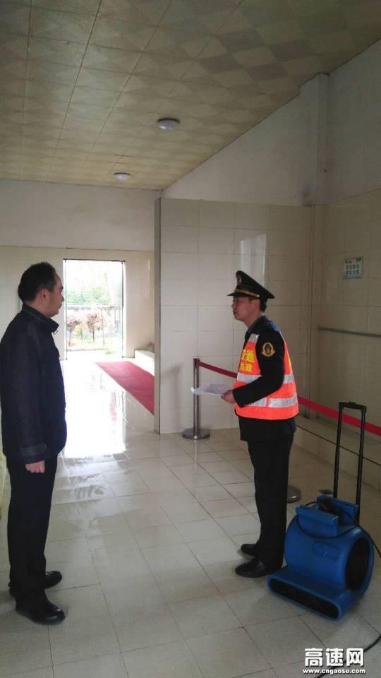 湖北高速武黄路政支队第七大队开展两节前服务区安全检查工作