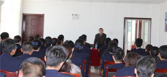 甘肃武山县教体局王世平讲师在武山收费站为青年职工做专题讲座