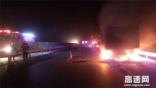 甘肃省高速公路武威清障救援大队及时处理高速货车轮胎自燃事故