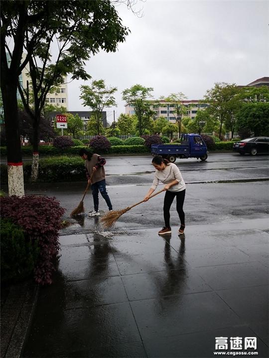 """江西安福公路分局开展""""网格环境整治大行动""""打造靓丽城市环境"""